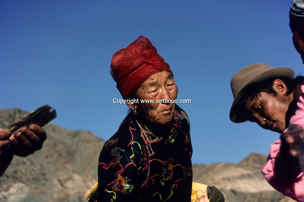 Mongolia . portrait of an old women in  Tsanher Aguy      / femme agee en tenue traditionelle  . Hoit  Tsanher Aguy