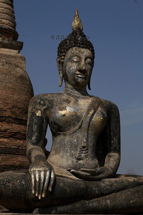 Bronze statue of a seated Buddha outside Wat Sa Si (?)