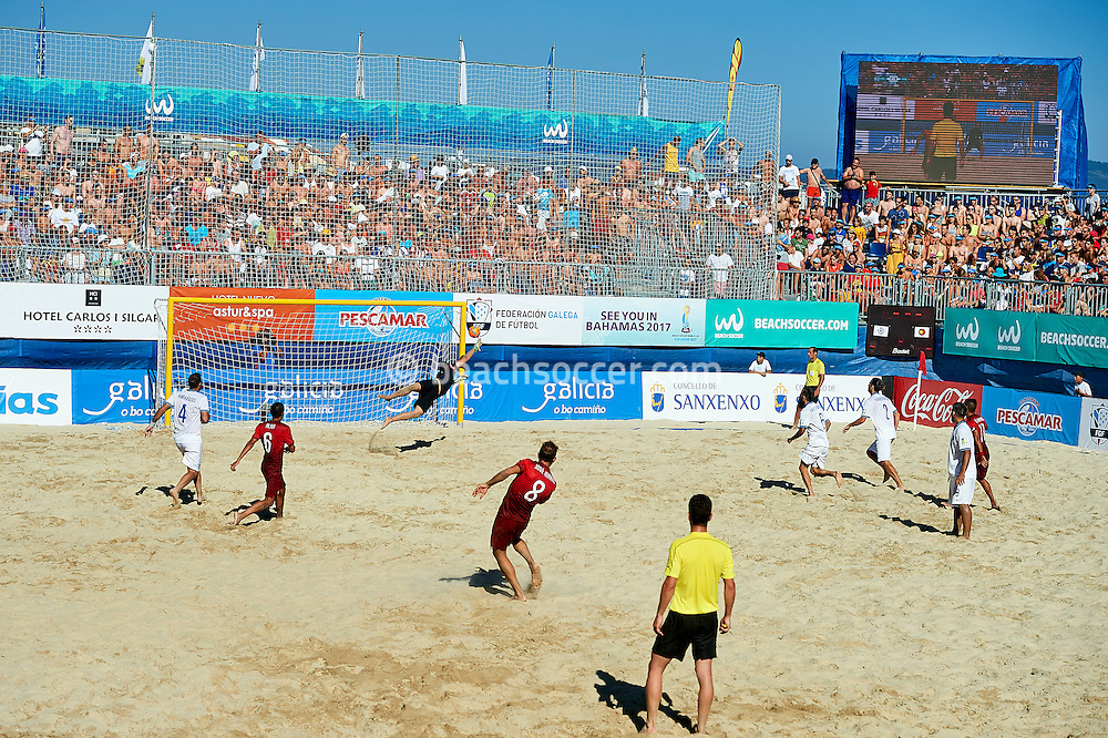 Portugal take on Greece during the Euro Beach Soccer League 2016 in Sanxenxo. (Photo by Manuel Queimadelos)
