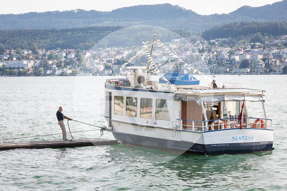 SCHWEIZ - KÜSNACHT - Fahrgastschiff MS Sentosa auf dem Zürichsee - 03. August 2019 © Raphael Hünerfauth - http://huenerfauth.ch