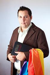 O pastor Anderson Zambom que dirige uma igreja evangélica inclusiva em Porto Alegre, onde aceitam homossexuais. FOTO: Jefferson Bernardes/Preview.com