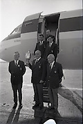 26/06/1967<br /> 06/26/1967<br /> 26 June 1967<br /> Irish Amateur Golf Team at Dublin Airport. The team pictured other return to Dublin after winning the European Amateur Golf Championship, front row (l-r): Tom Egan;  R.C. Ewing (Captain) and T. O'Donnell, President I.G.U.. Back row (l-r) Tom Craddock; Vincent Nevin and David Sheen.