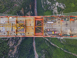 Teilstücke der höchsten Brücke der Welt werden zusammengefügt / 100916 *** <br /> BIJIE, CHINA - SEPTEMBER 10: <br /> Aerial view of the Beipan River expressway bridge (or Beipanjiang bridge) under construction on September 10, 2016 in Bijie, Guizhou Province of China. The 1,341.4-meter-long Beipan River expressway bridge has a height equivalent to a 200-story building, which makes it the world's highest bridge down to the ground or water surface. The bridge spanning the Beipanjiang Valley was started to build in 2013 and completed the main connection on September 10, 2016.