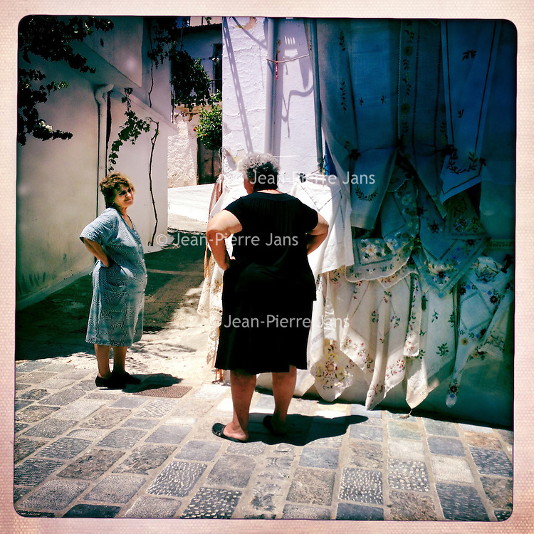 Kreta, Kritsa , 23 juli 2013.<br /> <br /> Bewoonsters het bergdorpje Kritsa even landinwaarts in de buurt van kustplaats Agios Nicolaos in het Noord Oosten van Kreta.<br /> Summer holiday on the Greek island of Crete. Some women. Streetview.