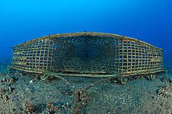 Reuse, einfache Fischreuse unterwasser, fish trap, fishing trap underwater,  Bali, Indonesien, Indopazifik, Bali, Indonesia Asien, Indo-Pacific Ocean, Asia