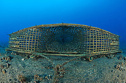 Reuse, einfache Fischreuse unterwasser, fish trap, fishing trap underwater,  Bali, Indonesien, Indopazifik, Bali, Indonesia Asien, Indo-Pacific Ocean, Asia