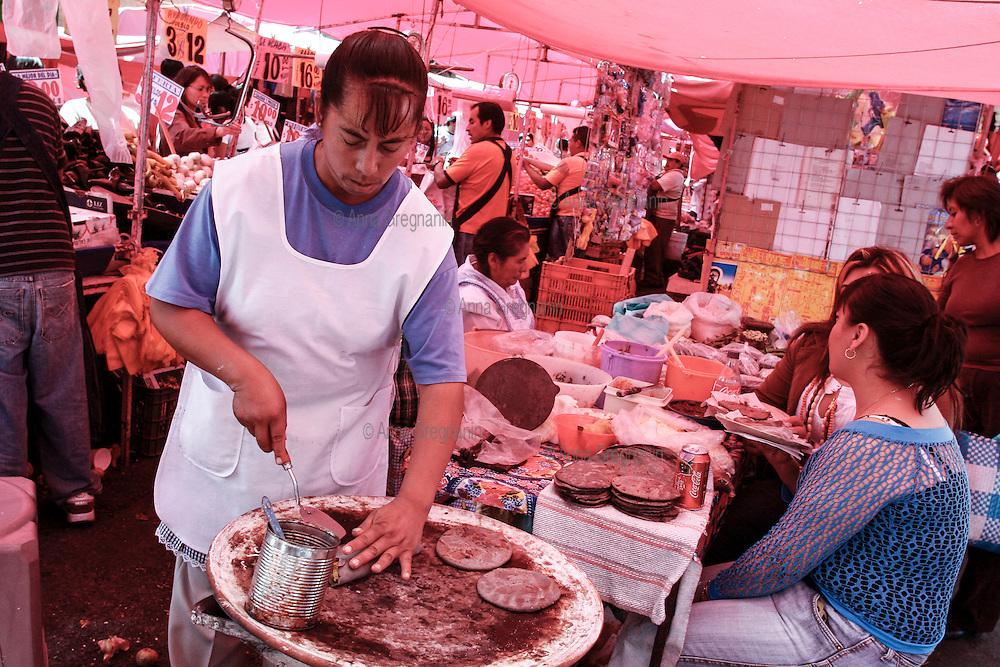 Città del Messico,mercato di quartiere.Mexico City, market district.