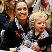 NLD/Amsterdam/20100314 -Modeshow Glamour Detox Your Wardrobe tbv Orange Babies, Suzanne Klemann en dochter Uma Lee