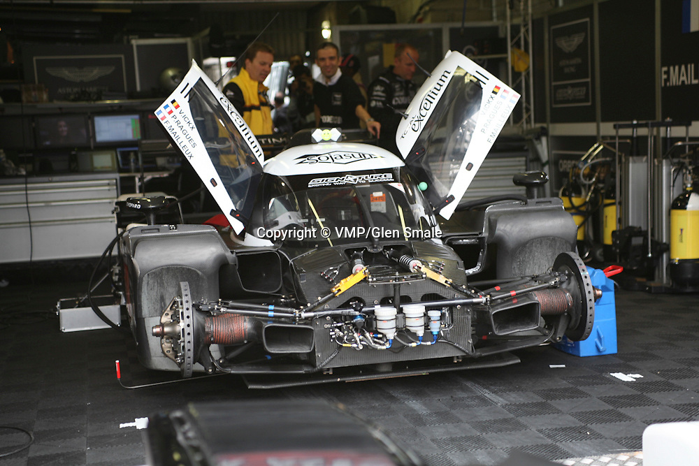 #008 Lola Aston Martin DBR1-2 - Signature Plus, Pit Garage, LMP1 Le Mans 24H 2010