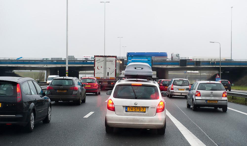 Nederland, Utrecht, 3 jan 2011.File op de A12. ..Foto (c): Michiel Wijnbergh