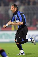 Ascoli 08/04/06<br /> Campionato Italiano Serie A 2005/06<br /> Ascoli-Inter 1-2<br /> Nella foto L'urlo di gioia di Sinisa Mihajlovic dopo il gol vittoria del 2-1<br /> Photo Luca Pagliaricci Graffiti