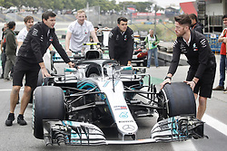 November 8, 2018 - Sao Paolo, Brazil - Teams moving in the pits at Interlagos Autodromo. (Credit Image: © Thiago Bernardes/Pacific Press via ZUMA Wire)