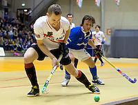 ROTTERDAM - Mirco Pruijser (l) van Amsterdam in duel met Marnix Kleinsman van Kampong tijdens de  finale zaalhockey om het Nederlands kampioenschap tussen de  mannen van Amsterdam en Kampong. Kampong wint met 3-2. ANP KOEN SUYK