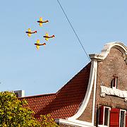 NLD/Dordrecht/20150427 - Koningsdag 2015 in Dordrecht, vliegtuigen boven de haven van Dordrecht