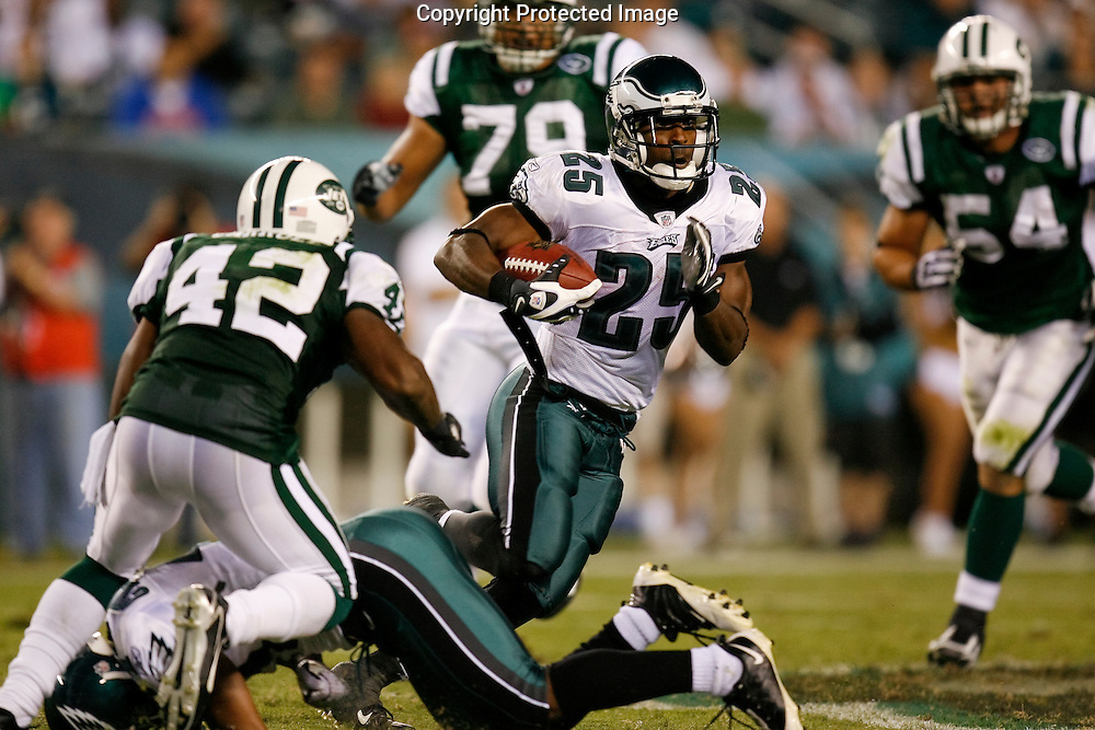 28 August 2008: Philadelphia Eagles running back Lorenzo Booker #25 runs the ball during the game against the New York Jets on August 28, 2008. The Jets beat the Eagles 27 to 20 at Lincoln Financial Field in Phialdelphia, Pennsylvania.