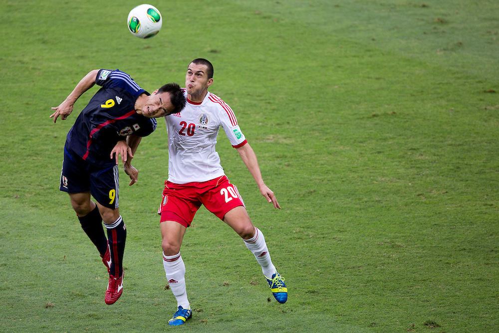 Belo Horizonte, 22 de Junho de 2013<br /> <br /> COPA DAS CONFEDERACOES - JAPAO 1x2 MEXICO<br /> <br /> Jogadores de Japao eMexico disputam partida pela primeira fase da copa das confederacoes, em jogo valido do grupo A no estadio do Mineirao.<br /> <br /> Foto: MARCUS DESIMONI / NITRO
