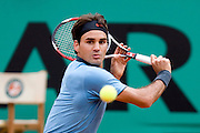 Paris, France. May 28th 2009. .Roland Garros - Tennis French Open. 2nd Round..Swiss player Roger Federer against Jose Acasuso