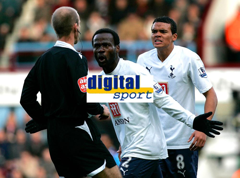 Photo: Tom Dulat/Sportsbeat Images.<br /> <br /> West Ham United v Tottenham Hotspur. The FA Barclays Premiership. 25/11/2007.<br /> <br /> Tottenham's Pascal Chimbonda (L) and Jermaine Jenas (R) protest against decison of referee Mike Riley