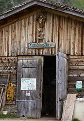 THEMENBILD - der Kuhstall der Fürthermoar Alm, aufgenommen am 09. August 2018 in Kaprun, Österreich // the cowshed of the Fürthermoar Alm, Kaprun, Austria on 2018/08/09. EXPA Pictures © 2018, PhotoCredit: EXPA/ JFK