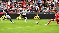 Fotball Menn Eliteserien Rosenborg - Kristiansund<br /> Lerkendal Stadion, Trondheim<br /> 5 august 2017<br /> <br /> Milan Jevtovic scorer 4-1 for Rosenborg. Kristiansunds keeper Sean McDermott (H) kan lite gjøre<br /> <br /> <br /> Foto : Arve Johnsen, Digitalsport
