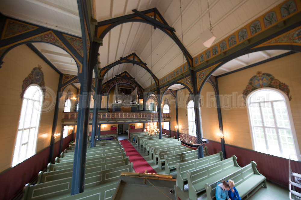Diverse testbilder av kirkerom i Indre Herøy Kirke.