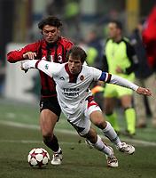 Fotball<br /> Serie A Italia  2004/05<br /> AC Milan Cagliari<br /> 19. februar 2005<br /> Foto: Digitalsport<br /> NORWAY ONLY<br /> Gianfranco Zola Cagliari  and Paolo Maldini Milan