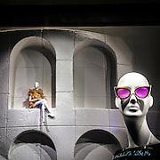 Vetrina di un negozio di moda in Mayfair<br /> <br /> Window of a fashion shop in Mayfair