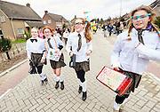 Vinkel  Carnavals  Jeugd optocht Kostschool meisjes van groep 7