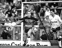 Fotball<br /> Norske spillere i England<br /> Foto: Colorsport/Digitalsport<br /> NORWAY ONLY<br /> <br /> Erik Thorstvedt - Tottenham Hotspur. Millwall v Tottenham Hotspur 1989/90.