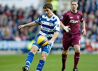 Photo: Gareth Davies.<br />Reading v Bolton Wanderers. The Barclays Premiership. 02/12/2006.<br />Reading's John Oster has a shot on goal.