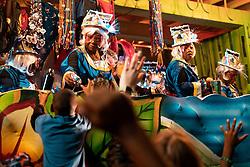 """Mardi Gras, deutsch Fetter Dienstag; engl. u. a. Fat Tuesday) ist die französische Bezeichnung für den Faschingsdienstag, den letzten Tag des – vor allem in katholisch bevölkerten Gebieten – gefeierten Faschings vor dem Aschermittwoch, dem Beginn der österlichen Fastenzeit. Er markiert das Finale der semaine des sept jours gras (""""Woche der sieben fetten Tage"""") und viele Faschingsfeiern finden an diesem Tag statt. Im Englischen wurde der Begriff – ausgehend von den USA – zu einem Synonym für alle Faschingsfeste zwischen dem 11. November und Aschermittwoch sowie für die Faschingszeit an sich, auch Mardi Gras Season genannt. Im Speziellen werden mit dem Begriff heute vor allem die Feierlichkeiten in New Orleans und Mobile (Alabama) verbunden. Im Bild Umzugswaegen waehrend einer Parade, aufgenommen am 19.02.2020, New Orleans, Vereinigte Staaten von Amerika // Mardi Gras, or Fat Tuesday, refers to events of the Carnival celebration, beginning on or after the Christian feasts of the Epiphany (Three Kings Day) and culminating on the day before Ash Wednesday, which is known as Shrove Tuesday. Mardi Gras is French for """"Fat Tuesday"""", reflecting the practice of the last night of eating rich, fatty foods before the ritual Lenten sacrifices and fasting of the Lenten season. Floats during a parade, New Orleans, United States of America on 2020/02/19. EXPA Pictures © 2020, PhotoCredit: EXPA/ Florian Schroetter"""
