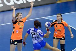 07-12-2013 HANDBAL: WERELD KAMPIOENSCHAP NEDERLAND - DOMINICAANSE REPUBLIEK: BELGRADO <br /> 21st Women s Handball World Championship Belgrade, Nederland wint met 44-21 / (L-R) Kelly Dulfer, Lois Abbingh<br /> ©2013-WWW.FOTOHOOGENDOORN.NL