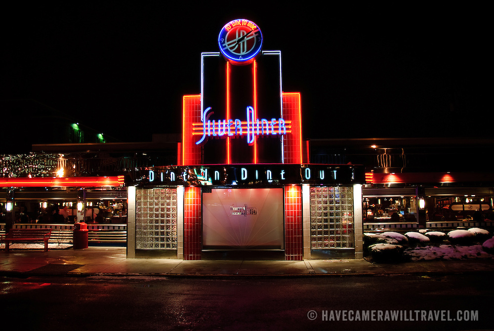 Neon lights at Silver Diner at night