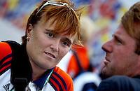 Foto bij verhaal sport. Dinsdagmiddag op net. Assistent coach bij de Nederlandse vrouwen, de Australische ALYSON ANNAN. rechts bondscoach Marc Lammers. Europees Kampioenschap Hockey.