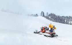 09.11.2016, Hinterglemm, AUT, Skicircus Saalbach Hinterglemm Leogang Fieberbrunn, im Bild eine Schneekanone auf einem Pistenbully montiert. Etwa 1000 Schneeerzeuger (750 Schneekanonen und 250 Schneelanzen) kommen dabei im grössten Skigebiet Österreichs zum Einsatz // A snow cannon mounted on a pistenbully. Around 1,000 Snow making machines (750 snow cannons and 250 snow lances) in the largest ski Ressort in Austria are used to make white slopes, Hinterglemm, Austria on 2016/11/09. EXPA Pictures © 2016, PhotoCredit: EXPA/ JFK
