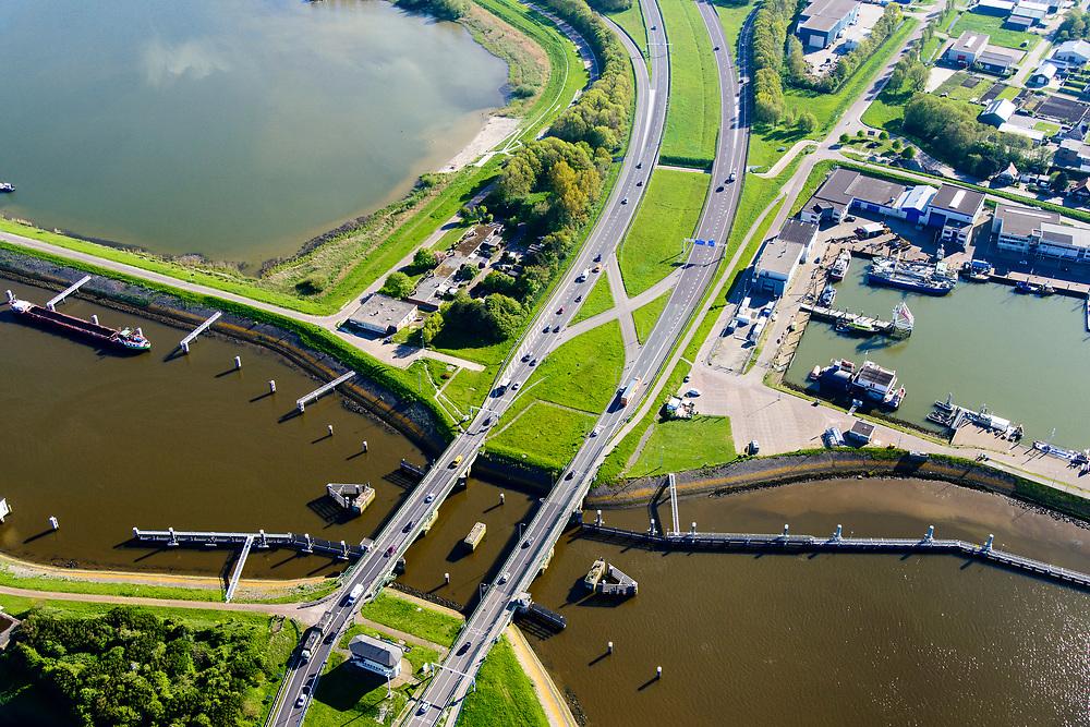 Nederland, Noord-Holland, Den Oever, 07-05-2018; begin Afsluitdijk met Stevinsluizen (spuisluizen, en de schutsluis). Haven Den Oever, rechts Waddenzee. <br /> Beginning Enclosure Dam with Stevin Sluices and lock. Waddenzee (right).<br /> <br /> luchtfoto (toeslag op standard tarieven);<br /> aerial photo (additional fee required);<br /> copyright foto/photo Siebe Swart