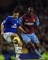 Photo: Paul Greenwood.<br />Everton v Aston Villa. The Barclays Premiership. 11/11/2006. Everton's Simon Davies, left,  and Villa's Isaiah Osbourne battle for the ball.