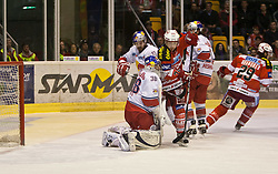 05.04.2011, Stadthalle, Klagenfurt, AUT, EBEL, FINALE, EC KAC vs EC RED BULL SALZBURG, im Bild Manuel Latusa, (EC RED BULL SALZBURG, #15), Reinhard Divis, (EC RED BULL SALZBURG, #38), und Chance für Dieter Kalt, (EC KAC, #74) // during the EBEL Icehockey Final, EC KAC vs EC RED BULL SALZBURG at the Stadthalle, Klagenfurt, 05/03/2011, EXPA Pictures © 2011, PhotoCredit: EXPA/ J. Feichter