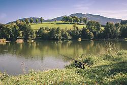 THEMENBILD - eine Fischerangel liegt am Ufer des Ritzensee, aufgenommen am 29. September 2019 in Saalfelden, Oesterreich // a fishing rod lies on the shore of the Ritzensee, in Saalfelden in Austria on 2019/09/29. EXPA Pictures © 2019, PhotoCredit: EXPA/Stefanie Oberhauser