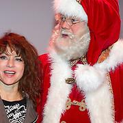 NLD/Hilversum/20151207- Sky Radio's Christmas Tree for Charity, Ellen ten Damme met de kerstman