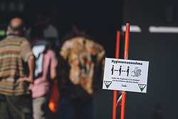 07.08.2020, Sportplatz, Kaprun, AUT, SFV, 2.LL Sued, FC Kaprun vs USC Saalbach Hinterglemm, im Bild Corona Virus Massnahmen während dem ersten Amateurliga Fussballspiel in Salzburg nach dem Coronavirus Lock Down // during the first amateur football match in Salzburg after the Coronavirus Lock Down, Kaprun, Austria on 2020/08/07. EXPA Pictures © 2020, PhotoCredit: EXPA/ JFK