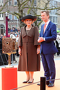 Koningin Beatrix heropent het Rijksmuseum na een verbouwing van bijna tien jaar.<br /> <br /> Queen Beatrix reopens the the Rijksmuseum after renovations of almost ten years.<br /> <br /> Op de foto / On the photo:  Koningin Beatrix en directeur Wim Pijbes  betreden de oranje loper voor het Rijksmuseum<br /> <br /> Queen Beatrix and director Wim Pijbes enter the orange carpet for the opening ceremony of the Rijksmuseum Rijksmuseum