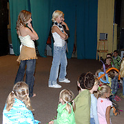 "NLD/Huizen/20060831 - Modeshow Buitenschoolse opvang ""Mariekolf"" Holleblokcomplex Huizen"