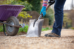 Replenishing gravel on paths