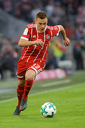 14.04.2018, Allianz Arena, Muenchen, GER, 1. FBL, FC Bayern Muenchen vs Borussia Moenchengladbach, 30. Runde, im Bild Joshua Kimmich (FC Bayern Muenchen) // during the German Bundesliga 30th round match between FC Bayern Munich and Borussia Moenchengladbach at the Allianz Arena in Muenchen, Germany on 2018/04/14. EXPA Pictures © 2018, PhotoCredit: EXPA/ Eibner-Pressefoto/ Stuetzle<br /> <br /> *****ATTENTION - OUT of GER*****