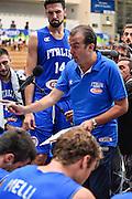 DESCRIZIONE : Trento Nazionale Italia Maschile Trentino Basket Cup Italia Paesi Bassi Italy Netherlands <br /> GIOCATORE : Simone Pianigiani<br /> CATEGORIA : Allenatore Coach Time Out<br /> SQUADRA : Italia Italy<br /> EVENTO : Trentino Basket Cup<br /> GARA : Italia Paesi Bassi Italy Netherlands<br /> DATA : 30/07/2015<br /> SPORT : Pallacanestro<br /> AUTORE : Agenzia Ciamillo-Castoria/GiulioCiamillo<br /> Galleria : FIP Nazionali 2015<br /> Fotonotizia : Trento Nazionale Italia Uomini Trentino Basket Cup Italia Paesi Bassi Italy Netherlands