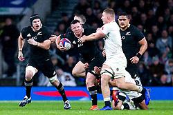 Ryan Crotty of New Zealand takes on Sam Underhill of England - Mandatory by-line: Robbie Stephenson/JMP - 10/11/2018 - RUGBY - Twickenham Stadium - London, England - England v New Zealand - Quilter Internationals