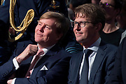 Koning Willem Alexander is aanwezig bij de NOS conferentie 'Journalistiek On Demand' in TivoliVredenburg te Utrecht waar onder andere gesproken wordt  over het belang van het NOS Journaal <br /> <br /> King Willem Alexander attends the NIS conference 'Journalism On Demand in TivoliVredenburg Utrecht where among other things it talks about the importance of the NOS News<br /> <br /> Op de foto / On the photo:  Koning Willem Alexander met Staatssecretaris OCW Sander Dekker/ King Willem Alexander with State Secretary OCW Sander Dekker