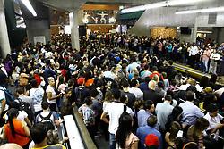 April 26, 2018 - SãO Paulo, Brazil - SÃO PAULO, SP - 26.04.2018: INTENSA MOVIMENTAÇÃO NO METRÔ - A day after the stop on the subway lines in Sao Paulo, the movement is intense this morning (26), on the red line, Barra Funda station. (Credit Image: © Aloisio Mauricio/Fotoarena via ZUMA Press)