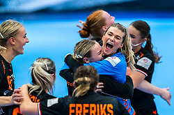 Tess Wester of Netherlands, Rinka Duijndam of Netherlands, Kelly Dulfer of Netherlands celebrate after the Women's EHF Euro 2020 match between Netherlands and Hungry at Sydbank Arena on december 08, 2020 in Kolding, Denmark (Photo by RHF Agency/Ronald Hoogendoorn)